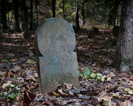 노스 캐롤라이나에있는 오래된 스코틀랜드 공동 묘지의 묘석