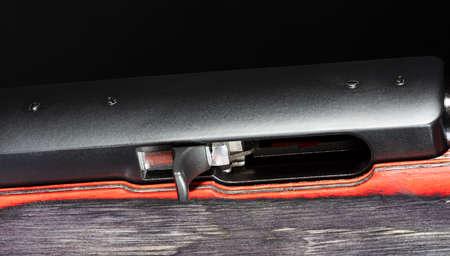 Handle used on a semi auto rifle to load a cartridge Foto de archivo - 112284106