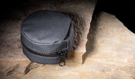 Nylon case that is for carrying tactical gear on rocks Stockfoto