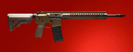 AR-15 with tan stock and pistol grip on a red background Stockfoto