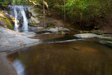 Widow Falls and pools below in North Carolinas Stone Mountain State Park Archivio Fotografico - 135813626