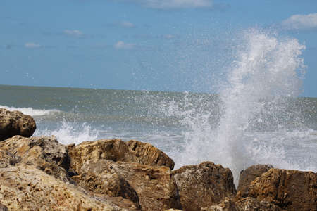 wave hitting jetty Reklamní fotografie