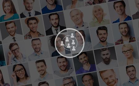 Mensen sociaal verbinding. Collage van diverse multi-etnische en gemengde leeftijd van mensen die verschillende emoties