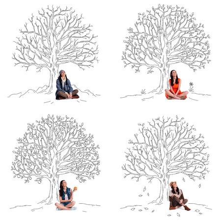 personas sentadas: Mantenerse hermoso cualquier época del año. Collage de hermosa joven alegre mirando hacia arriba con una sonrisa mientras estaba sentado bajo esbozo de árbol en diferentes estaciones del año Foto de archivo