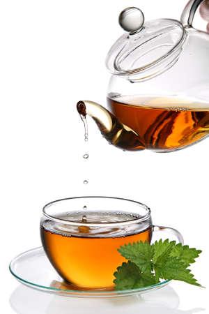 wei�er tee: Tropft in Tasse Tee