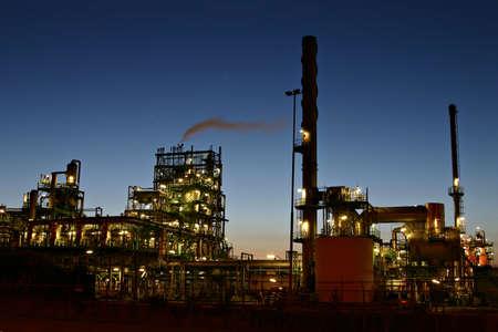 refiner�a de petr�leo: Refiner�a de petr�leo de noche