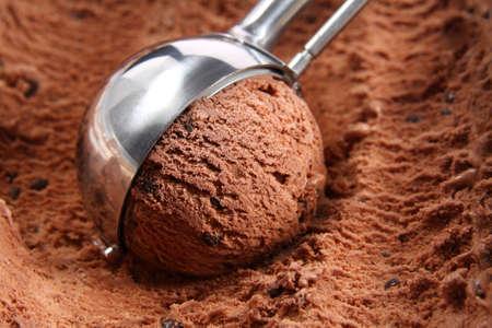 helados: Helado de chocolate cuchara Foto de archivo