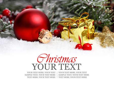 Frontière de Noël avec des ornements, présents d'or et de neige Banque d'images