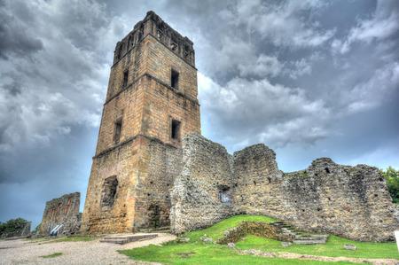 Ruines de l'église clocher de la vieille ville de Panama au Panama. Banque d'images - 40909489