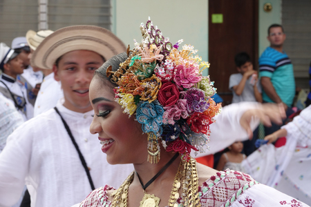 LOS SANTOS-PANAMA, 2017: In Panama, handmade polleras are worn during festivals or celebrations. 新闻类图片