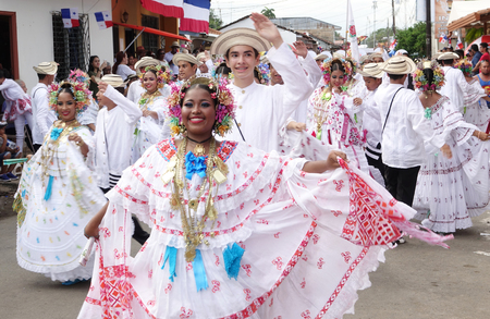 LOS SANTOS-PANAMA, 2017:  Folklore dancers in the streets of Los Santos celaebratin the separation of Panama from Colombia anniversary Stok Fotoğraf - 99841630