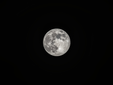 Detailed photography of the bright full moon as seen in the Northern Hemisphere. Black background. Stockfoto