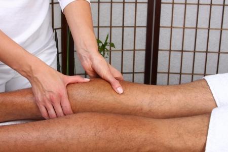 massage jambe: Beaut� traitement photo - massage des jambes Banque d'images