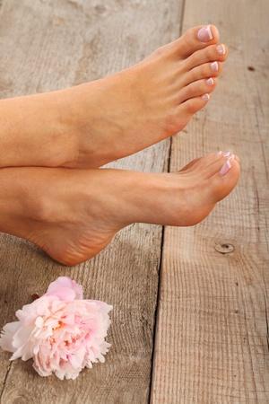 Schönheitsbehandlung Foto von schönen pedicured Füße Standard-Bild - 18252959