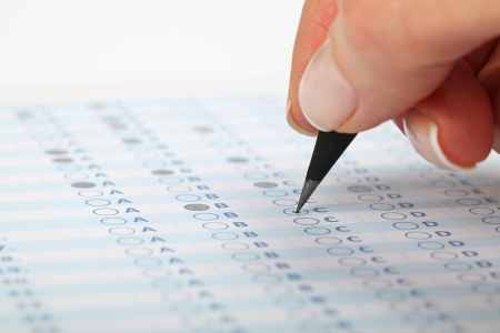 Business Concept - Hand filling in an evaluation form. Standard-Bild