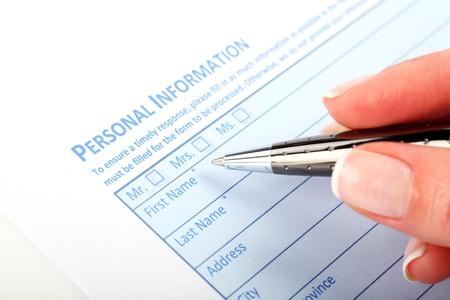 Llenar el Formulario de documentos - Trabajo de oficina, oficina, negocio Foto de archivo