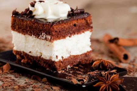 Kuchen auf dem Teller - Sweet Food Standard-Bild - 18435350