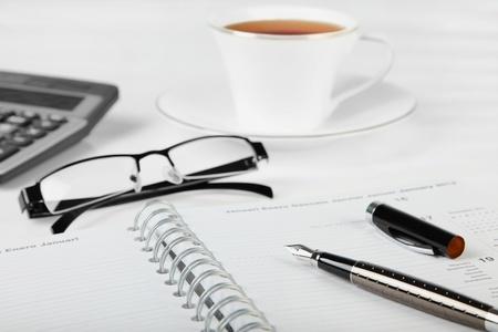 Business Concept - Office Desk - Dokument. Standard-Bild - 18992880