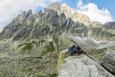 Klettergurt Und Helm : Dynamisches seil helm karabiner klettergurt und unterlängen auf