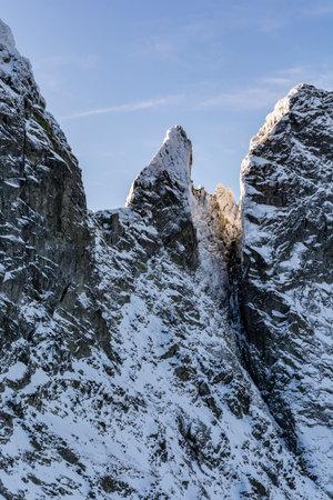 Characteristic peak in the High Tatras - Zabi Kon. A popular destination for climbers in snow rime. Zdjęcie Seryjne