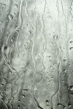 condensation: Gotas en el cristal