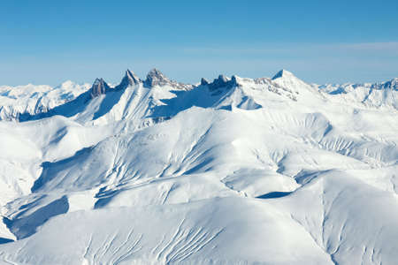 Paysage de haute montagne couverte de neige