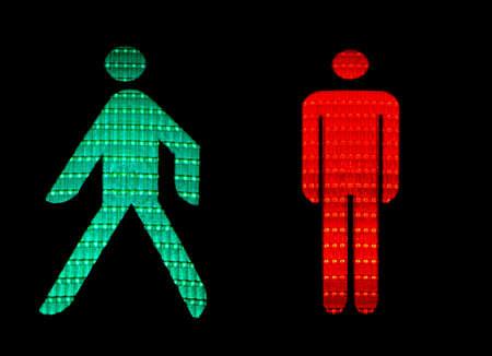 pedestrian sign: Verde e rosso semaforo pedonale