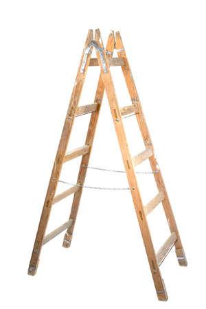 Alte hölzerne Leiter isoliert auf weiß