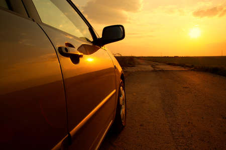 parked: Auto detail in de zonsondergang