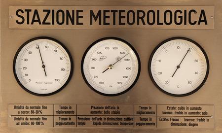 気象ステーションの気象観測用機器 写真素材