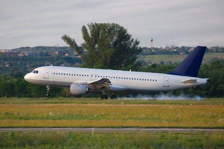 un aterrizaje del avión de pasajeros