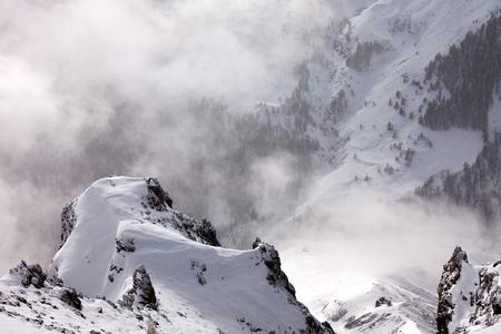 Paysage d'hiver dans les montagnes Banque d'images - 47004327