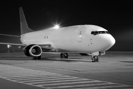 avion cargo à l'aéroport