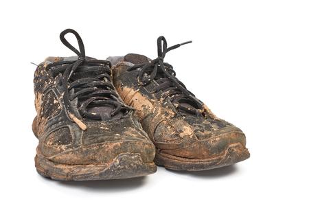 Scarpe sporche piene di fango