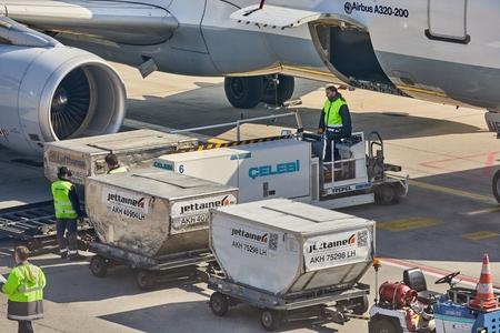 Bodenabfertigung von Flugzeugen
