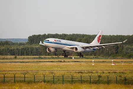 Air China Airliner landing