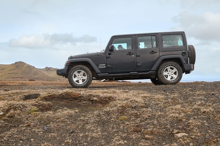 Car on Icelandic terrain, Jeep Wrangler Redakční