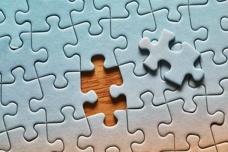 Puzzle-Hintergrund, fast fertig Standard-Bild
