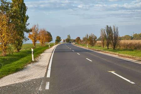 Asphalt Road on rural plains 版權商用圖片