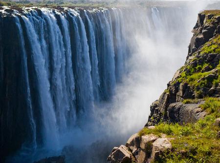 zimbabwe: Vista de las Cataratas Victoria desde el suelo. Mosi-oa-Tunya Parque Nacional.