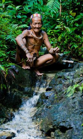 MENTAWAI PEOPLE, WEST SUMATRA, SIBERUT ISLAND, INDONESIA - 03 OKTOBER 2011: Man Mentawai tribe in the jungle. Editoriali