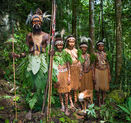 new guinea: NEW GUINEA, INDONESIA - 13 JANUARY: The chief of the tribe Yaffi with women in traditional coloring. New Guinea Island, Indonesia. January 13th, 2009. Editoriali