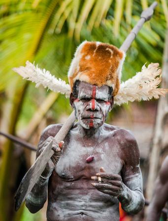 INDONESIA, IRIAN JAYA, ASMAT PROVINCE, JOW VILLAGE - JUNE 12: Warriors Asmat tribe. Editoriali