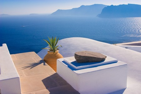 Brilliant white architectural details against the dramatic volcanic cliffs of Santorini, Greece Stock Photo - 4127432