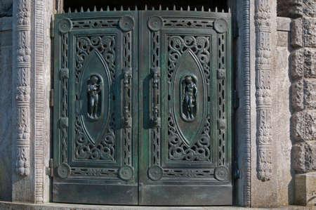 oratoria: Puerta Oratorio histórico de estilo Art Nouveau en el Cementerio Público Foto de archivo