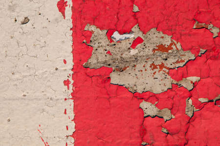 Eroded old plaster painted red and white at wall texture Banque d'images - 118667887