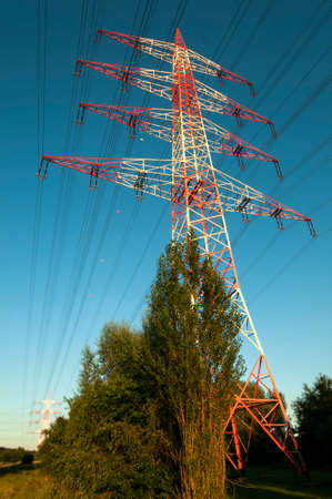 electric grid: Transmission tower