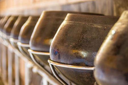 limosna: Cuencos de limosna para monjes budistas