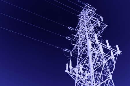 torres el�ctricas: de alta tensi�n post.High tensi�n torre de fondo del cielo.