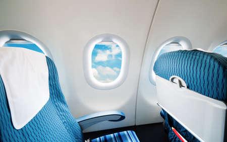 Si�ges et les fen�tres des avions vides Banque d'images